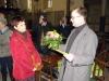 Frau Fietze nimmt Stiftungszertifikat entgegen