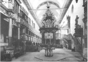 Kirchenschiff mit Taufstein von Burchard Röhl (1639)