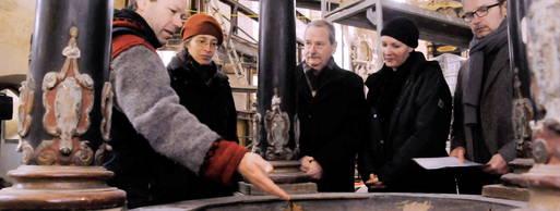 Oliver Bötefür, Mechthild Latzel sind mit Dieter Tettenborn, Susanne Richter und Thomas Kratzer (v. links) am Mittelteil der Taufe im Gespräch. Foto: Christoph Vogel