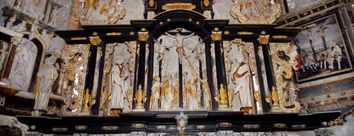 Die Oberkirche ist reich mit Kulturgut ausgestattet, hier der Altar. Archivfoto: Hans-Peter Stadermann