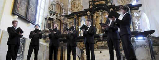 Die ehemaligen Sänger des Dresdner Kreuzchores sowie des Leipziger Thomanerchores begeisterten das Publikum in der Oberkirche. Foto: Christoph Vogel