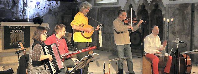 Die Gruppe Feuertanz spielte in der Oberkirche zum Auftakt der diesjährigen Konzertsaison. Das Publikum war begeistert. Foto: Marco Schmidt