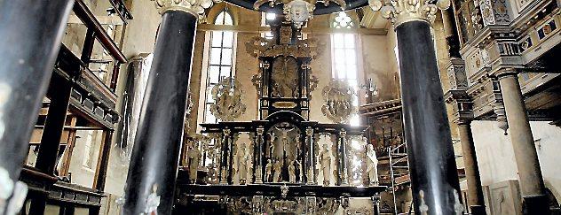 Taufe und Altar in der Arnstädter Oberkirche. Archivfoto: Hans-Peter Stadermann