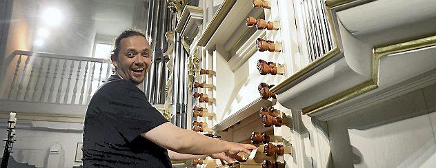 """Kantor Jörg Reddin freut sich auf die Premiere seiner ersten Konzertreihe """"Musica Punct Fünf"""" am 24. August. Foto: Hans-Peter Stadermann"""