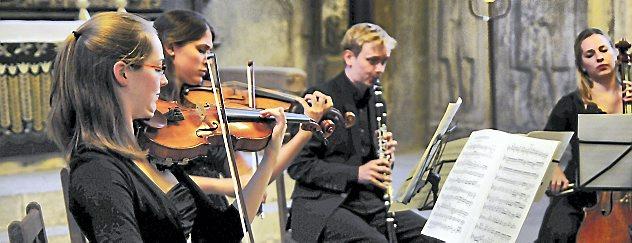In der Arnstädter Oberkirche musizierten am Freitagabend die Kursteilnehmer der Thüringischen Sommerakademie Böhlen. Foto: Christoph Vogel