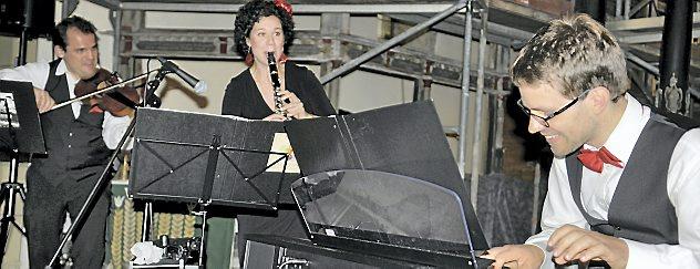 Das Leipziger Trio Rozhinkes: Samuel Seifert, Antje Hoffmann, Tilmann Löser (von links) begeisterte das Publikum. Foto: Michael Keller