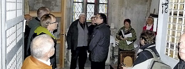 Ende 2013 sahen sich Stadtratsmitglieder in der Sakristei um, denn in das Sanierungsprojekt fließen auch städtische Mittel. Foto: Frank Buhlemann