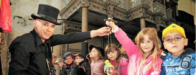 Wie auch schon im vergangenen Jahr ist der Puppenspieler Falk Pieter Ulke diese Woche in der Oberkirche zu Gast und spielt für Kindergartenkinder und Schüler. Foto: Christoph Vogel