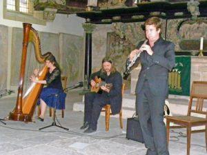 Etwa 70 Zuschauer erlebten ein hörenswertes Trio im Konzert (von links: Jessyca Flemming, stefan Schmidt, Mykyta Sierov). Foto: Kreckow