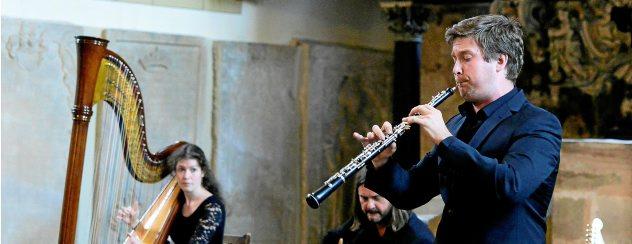 """Das Trio """"Sierov & Schmidt"""" – Jessyca Flemming, Stefan Schmidt und Mykyta Sierov – begeisterte das Publikum in der Arnstädter Oberkirche. Foto: Hans-Peter Stadermann"""