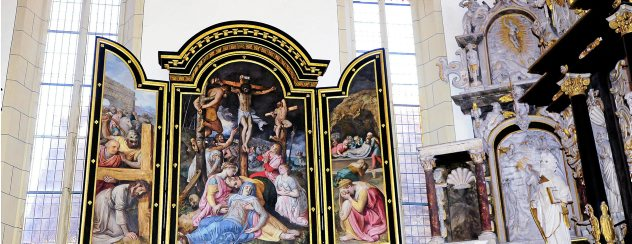 In der Oberkirche in Arnstadt ist jetzt der dreiteilige Altar, den Gräfin Katharina 1594 stiftete, wieder in voller Pracht zu sehen. Foto: Hans-Peter Stadermann