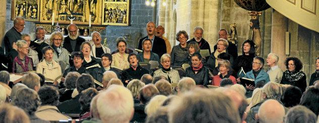 Vor 90 Jahren wurde der Kirchengesangsverein als Vorgänger des heutigen Bachchors gegründet. Zum Jubiläum lud Kantor Jörg Reddin zum Wandelkonzert ein, in dessen Verlauf drei Kirchen besucht wurden. Foto: Britt Mandler