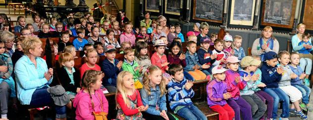 Auch in diesem Jahr gibt der Puppenspieler Falk Pieter Ulke aus Ilmenau, der auch am Meiniger Theater gastiert, ein Gastspiel für kleine und große Gäste in der Oberkirche in Arnstadt. Foto: Hans-Peter Stadermann